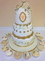 Vintage formal Wedding Cake (8772)