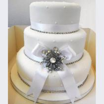 White & Diamante Cake (102)