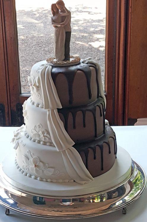 Half Chocolate Half Formal Wedding Cake 8777 Sugar N