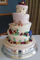 Wonky Wedding Cake with Drunken Couple (8770)
