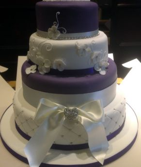 Purple and White Wedding Cake (7268)