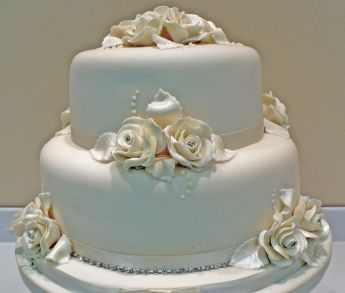 how to make a 2 tier stacked wedding cake two tier stacked cake course sugar n spice cakes 15771