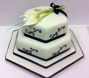 Black and White Lily Wedding Cake (7260)