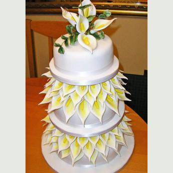 White Lilies Wedding Cake (110)